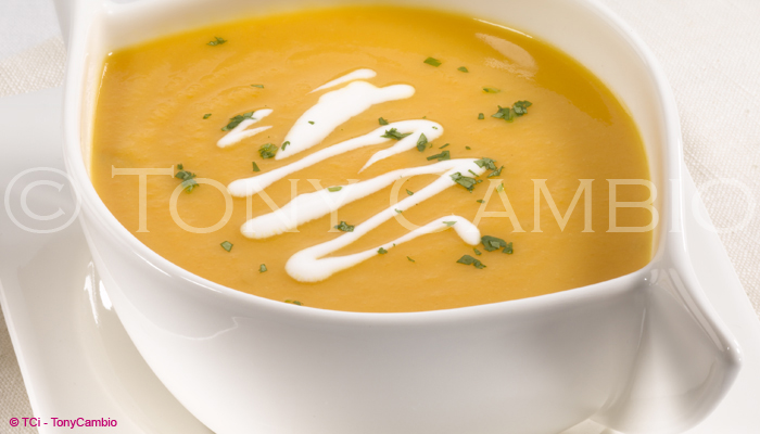 Soup with cream and parsley